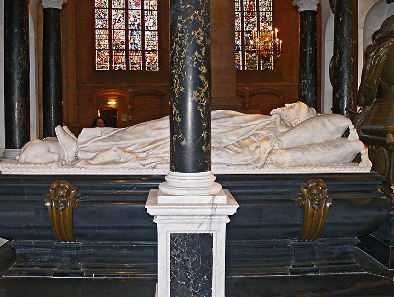 Надгробие вильгельма оранского молчаливого Лампадка из покостовского гранита Петров Вал